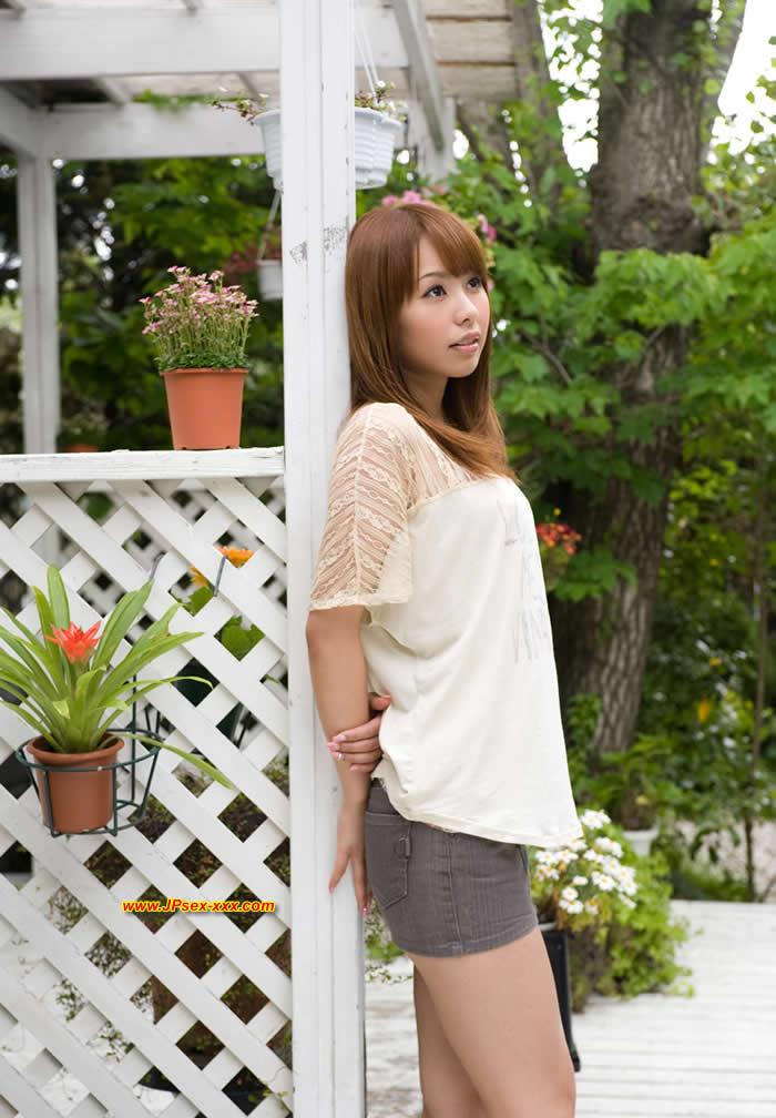 Foto gambar cewek Jepang montok seksi putih cantik buka baju lengkap terbaru tanpa sensor 2013.